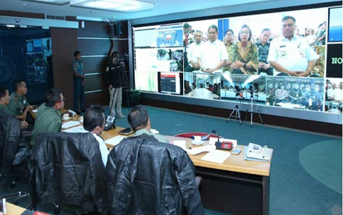Sri Mulyani dan Rudiantara melakukan video conference dengan TNI